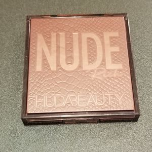 Huda Beauty Nude Obsessions Eyeshadow in Nude Rich